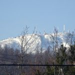 手稲山に新雪 平地は雪解け