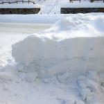 出現した道路の壁は雪の要塞