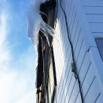 ツララは窓を突き破る時もある