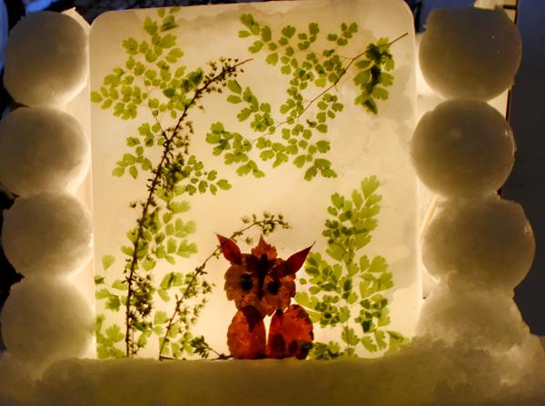 キツネの氷のオブジェ