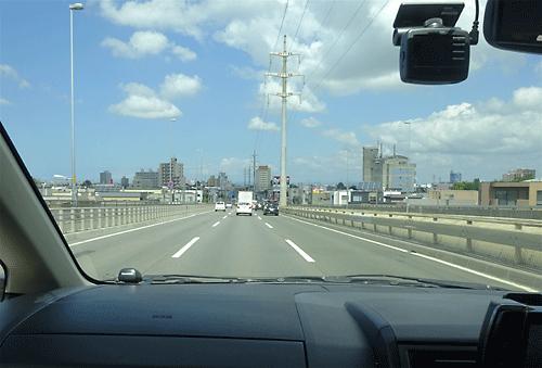 猛スピードで橋を渡る男の子の幽霊