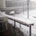 短時間に手稲駅もかすむドカ雪