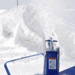 除雪機で飛ばした粉雪は噴水みたい