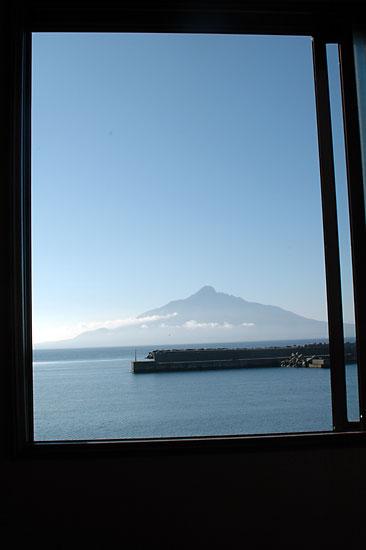 礼文島から見た利尻島