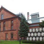 札幌ビール園、北極星を支えているのはヒグマ