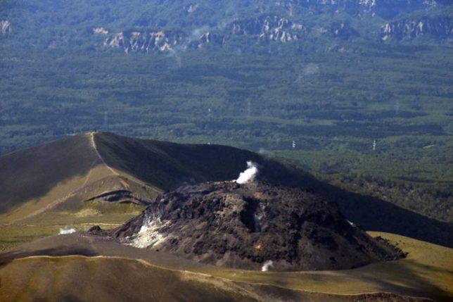 樽前山のドームの航空写真