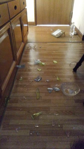 地震のあとの食器