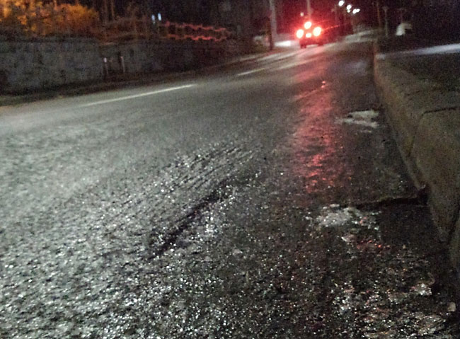 凍った道路