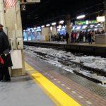 砕けた氷に見る冬の札幌駅