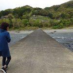 高知の四万十川にかかる沈下橋は清流にあえて姿を隠す(四国の旅9)