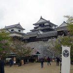 松山城で斜度50度の階段や刀や火縄銃の重さ、鎧も体験できる(四国の旅2)