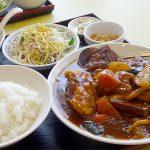 札幌四川飯店のランチは豚テールと根菜の四川麻辣煮込み